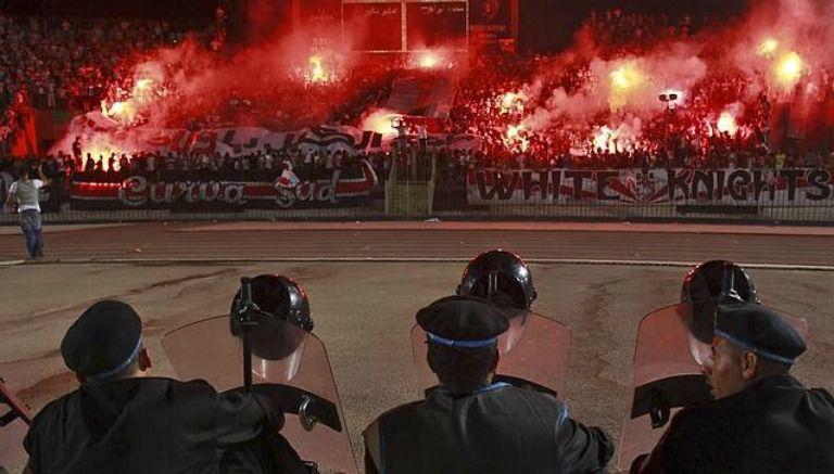 Disturbios en el partido entre el Al Masri contra el Al Ahli