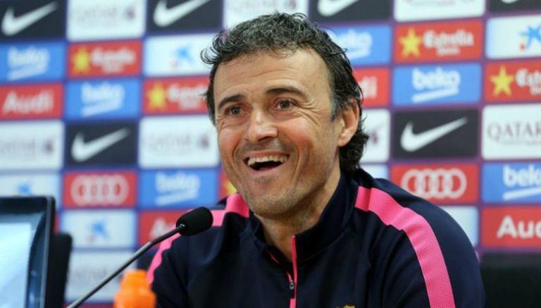 Luis Enrique sonríe durante una conferencia de prensa