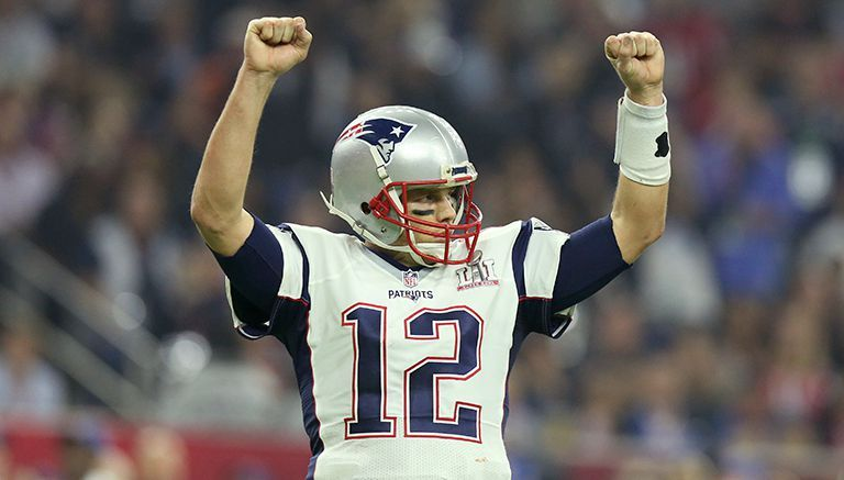 Tom Brady celebra una anotación de los Patriots en el SB LI