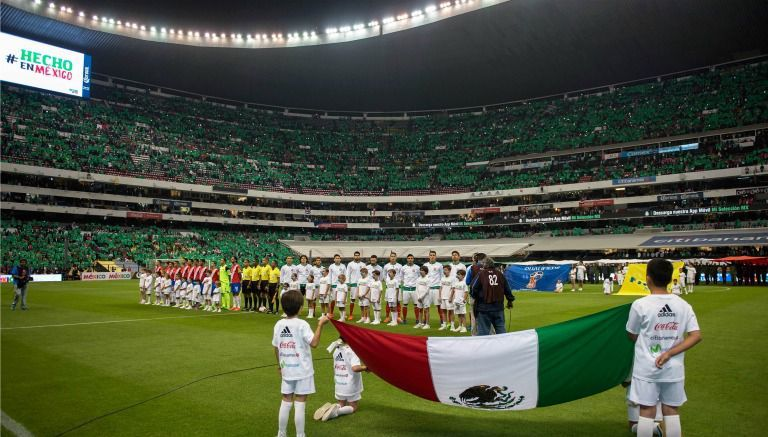 Bandera de México previo a que se jugara el duelo entre el Tri y Costa Rica