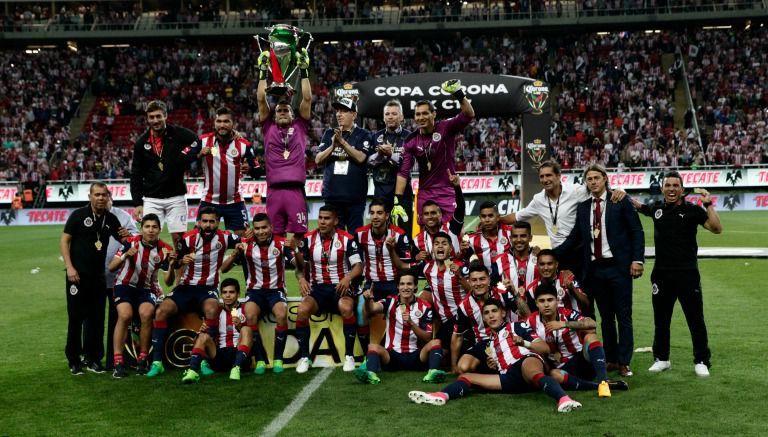 Chivas festeja victoria frente a Monarcas en Copa MX