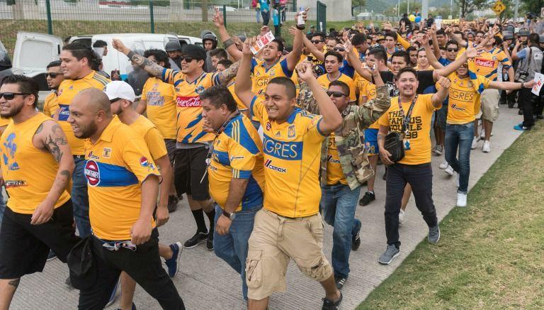 Resultado de imagen de imágenes de seguidores de tigres en los estadios
