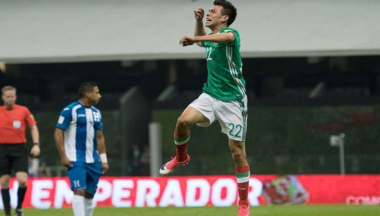 Lozano celebra un gol con la Selección