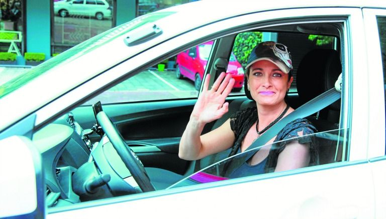 Alejandra Procuna manejando su Uber