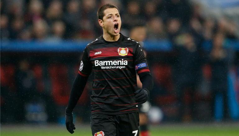 Chicharito, en un juego con el Bayer Leverkusen