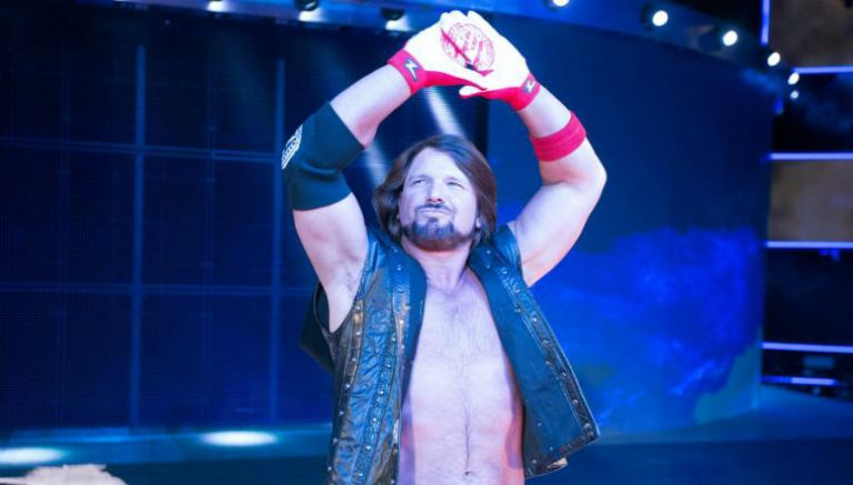AJ Styles, durante su entrada al ring de la WWE