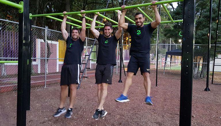 Alex diego inaugura 39 zona 39 gimnasio al aire libre r cord for Gimnasio zona centro