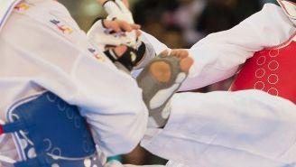 César Rodríguez en un combate de los -58kg