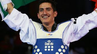 Saúl Gutiérrez festeja en el Mundial de Taekwondo