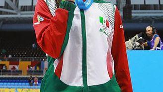 Paola presume la medalla que ganó en los Panamericanos de 2015