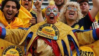 Aficionados alientan a la Selección de Colombia en el Soldier Field