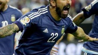 Ezequiel Lavezzi festeja un gol con Argentina