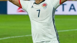Carlos Bacca celebra el tanto de la victoria contra EU