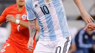 Lionel Messi conduce el balón durante la Final