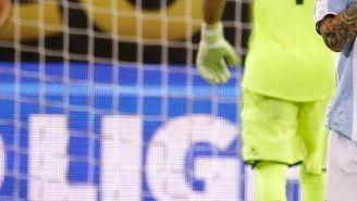 Lionel Messi, lamentando su falla desde los once pasos en CA