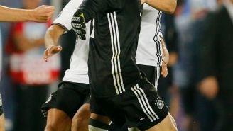 Jugadores alemanes celebrando con Neuer el pase a Semifinales