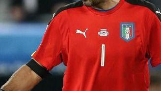 Gianluigi Buffon durante el partido contra Alemania en Eurocopa