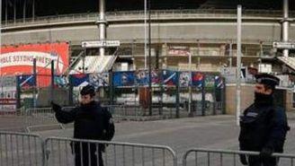 El Stade de France custodiado por oficiales