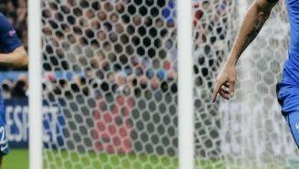 Giroud celebra un tanto contra Islandia en la Euro