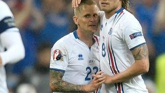 Los jugadores de Islandia celebran el segundo gol contra Francia