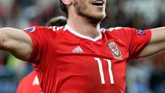 Gareth Bale festeja el pase a Semifinales de Gales en Euro