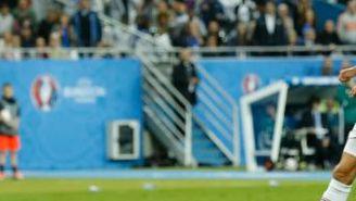 Antoine Griezmann define para poner el cuarto gol frente a Islandia