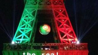 El mayor símbolo arquitectónico de Francia luce los colores de Portugal