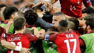 Portugueses festejan el gol de Portugal