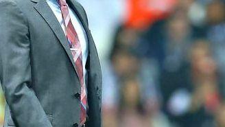 Jimmy Lozano grita a su escuadra durante juego contra Monterrey