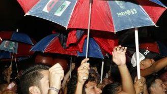 Afición de Veracruz apoya a su equipo a las afueras del Pirata Fuente