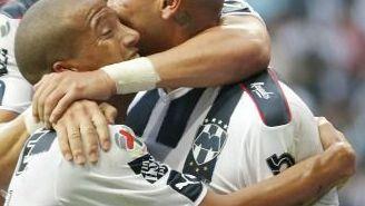 Cardona, Funes Mori, Sánchez celebran uno de los goles