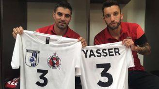 Jugadores de Xolos presumen las playeras en honor a Yasser
