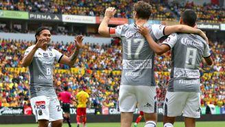 Festejo de León en el gol de Hernández