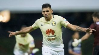 Silvio Romero celebra el gol del América