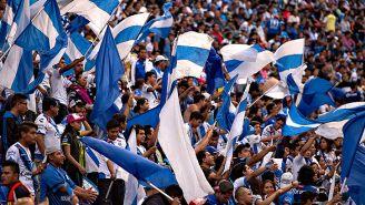Aficionados durante el partido entre Cruz Azul y Puebla