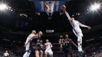Westbrook anota un doble frente a Rockets