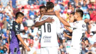 Jugadores de Jaguares celebran un gol frente a Querétaro