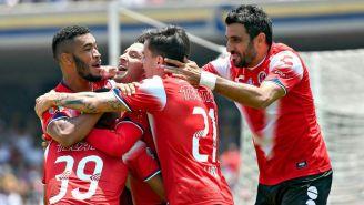 Hinestroza, Reyna y Pellerano celebran un gol de Veracruz