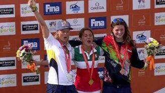 Adriana Jiménez celebra el Oro en lo alto del podio