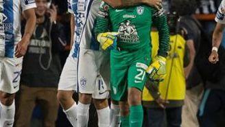 Conejo festeja su gol de último minuto contra Cruz Azul