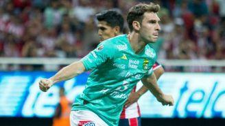 Mauro Boselli festeja un gol contra Chivas en el Clausura 2017