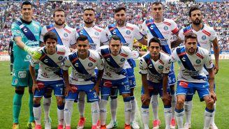 El equipo de Puebla antes de enfrentar un partido