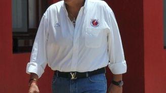 Fidel Kuri caminando en las instalaciones de Veracruz junto a Antonio Luna