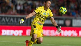 Muñoz, a punto de despejar durante un partido con Jaguares