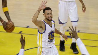 Stephen Curry festeja tras vencer a Cavs