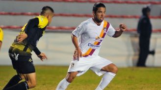 Giovani Hernández disputando un juego con Coras de Tepic en Liga de Ascenso