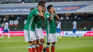 Festejo del gol de Jiménez, Reyes y Corona en el gol del delantero del Benfica