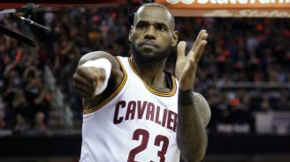 LeBron James celebrando una jugada con Cleveland