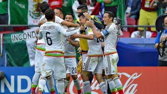 El Tri festeja tras el gol de Hirving Lozano