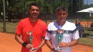 Paolo Maldini y Stefano Landonio, tras conseguir su pase al 'Challenger de Milán'
